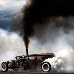дымит мотор