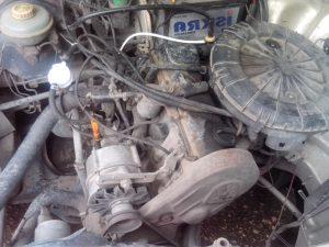 Грязный двигатель авто