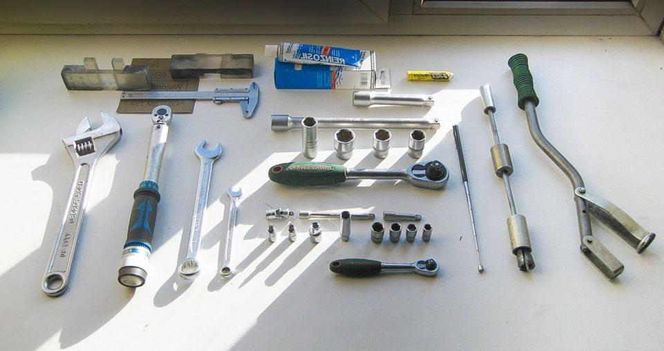 инструменты для замены колпачков