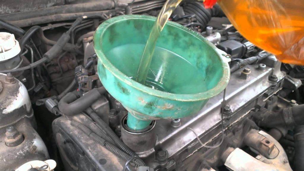 Нужно ли промывать двигатель перед заменой масла