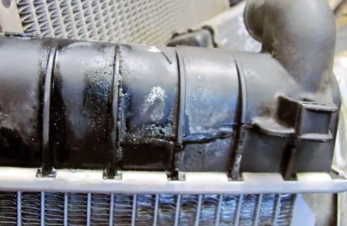 Потек верхний бачок радиатора