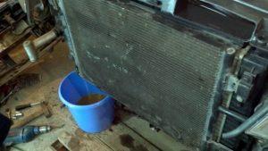 Слив охлаждающей жидкости